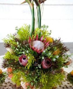 centre-piece-protea-and-strelizter