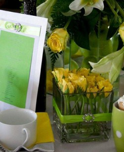 table-setting-green-and-yellow