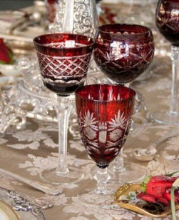 table-setting-red-glasses